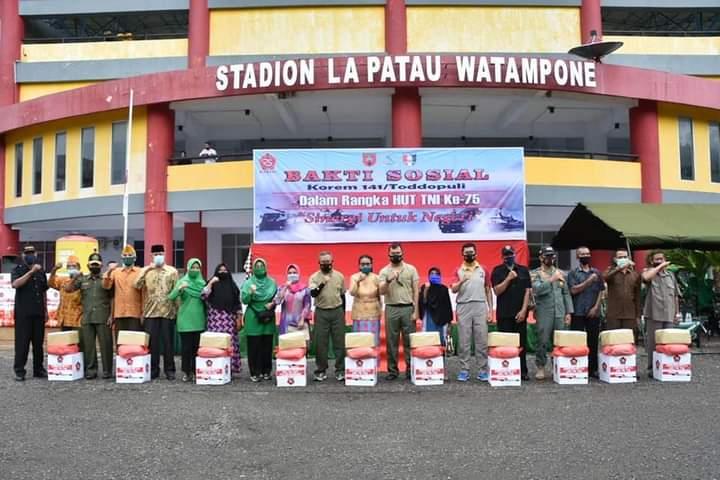 Sambut HUT TNI Ke - 75, Korem 141 Gelar Gowes dan Bagikan Sembako