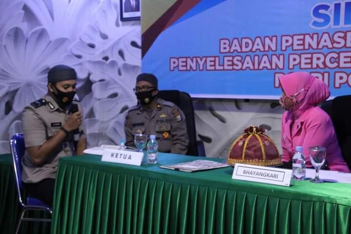Sidang perkawinan, Dua Anggota Polres Bone praktek shalat dan tes baca Al-Qur'an didepan calon mertua