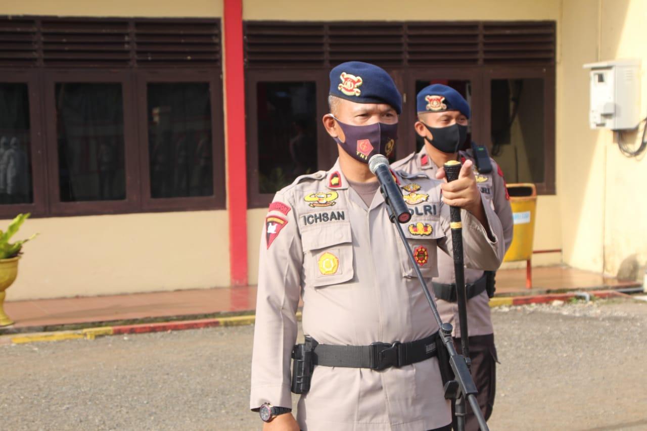 Sikapi Perintah Dankor Brimob, Batalyon C Pelopor Semprotkan Desinfektan di Sejumlah Wilayah di Bone