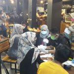 Tim Gabingan Ops Yustisi bersama Satgas Covid-19 Bone Lakukan Rapid Test Kepada Pengunjung Cafe