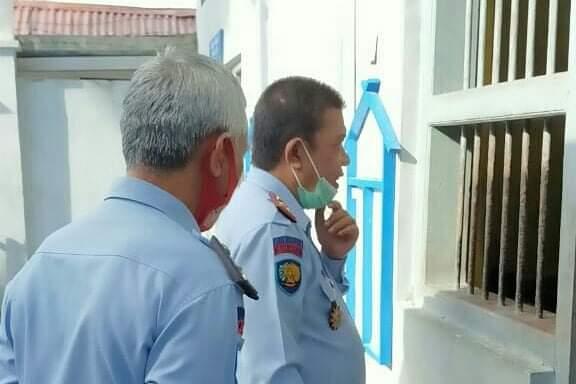Cegah gangguan keamanan dan ketertiban, Kalapas Kelas IIA Watampone Kontrol Kamar Hunian WBP