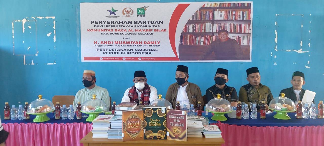 Anggota DPR RI H. Andi Muawiyah Ramly serahkan 500 Buku ke Pondok Pesantren Al-Ma'arif Bilae Saat Reses