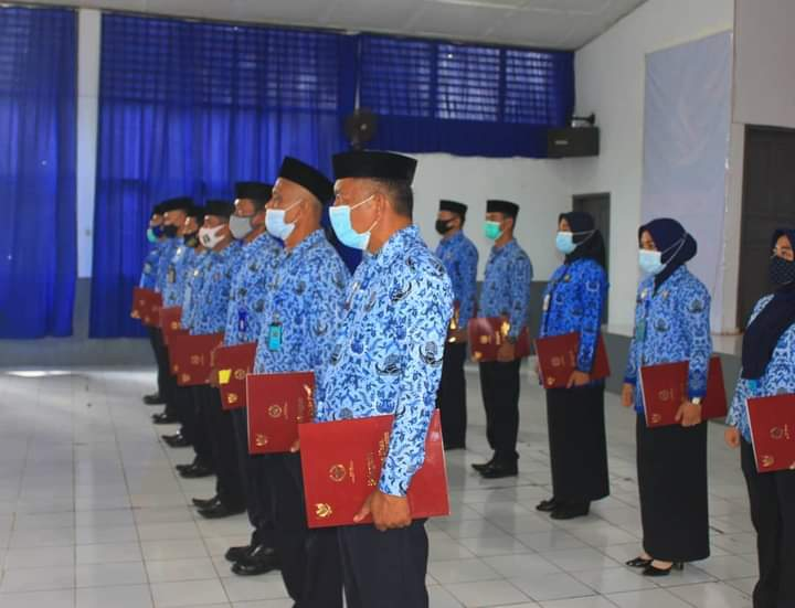 20 Petugas Lapas Kelas IIA Watampone terima Reward Satya Lencana 10 dan 20 Tahun