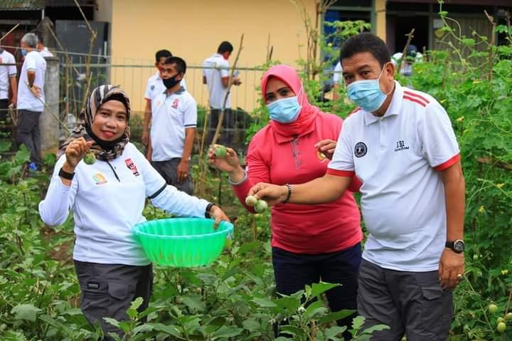 Kepala Lapas Kelas IIA Watampone Gelar Panen Raya Perdana Sayuran Hasil Kebun Warga Binaan