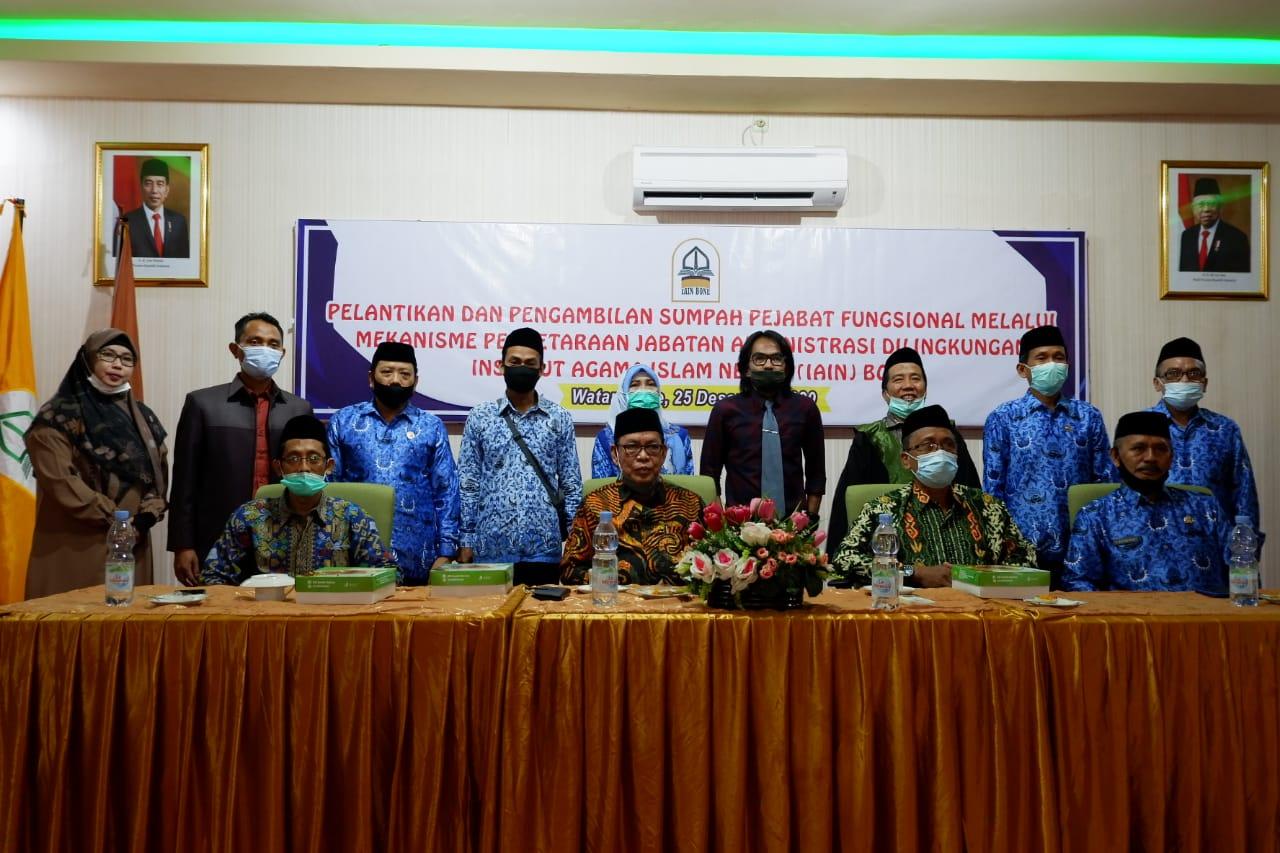 Rektor IAIN Bone Lantik 5 Pejabat Fungsional Penyetaraan Jabatan Administrasi