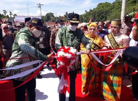 Gubernur Sulsel Resmikan Megah Proyek Jembatan Sungai Watu Saat Kunjungan Kerja di Bone