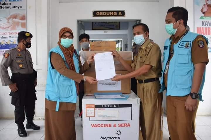 Vaksin Sinovac dari makassar menuju Bone dikawal Sat Sabhara dan Satlantas Polres Bone