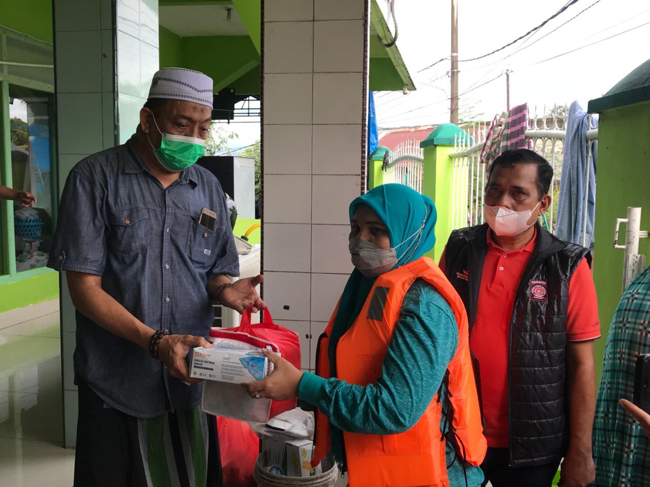 TP PKK Sulsel Sambangi Pengungsi Korban Banjir Banjir di Kota Makassar