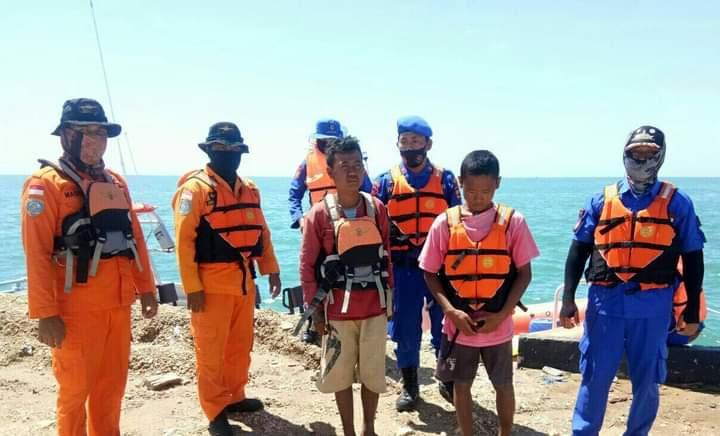Dua pemuda yang terseret arus saat memancing di perairan Teluk Bone akhirnya ditemukan