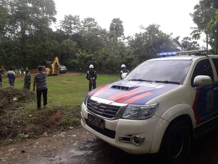 Satlantas Polres Bone Kawal Jenazah Pasien COVID-19 dari RS Yasin ke Pemakaman Tirong