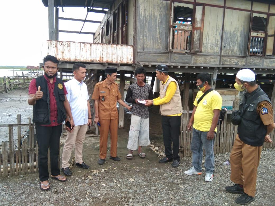 Arip Supporting Berikan Bantuan Kepada Puluhan Korban Angin Puting Beliung di Bone