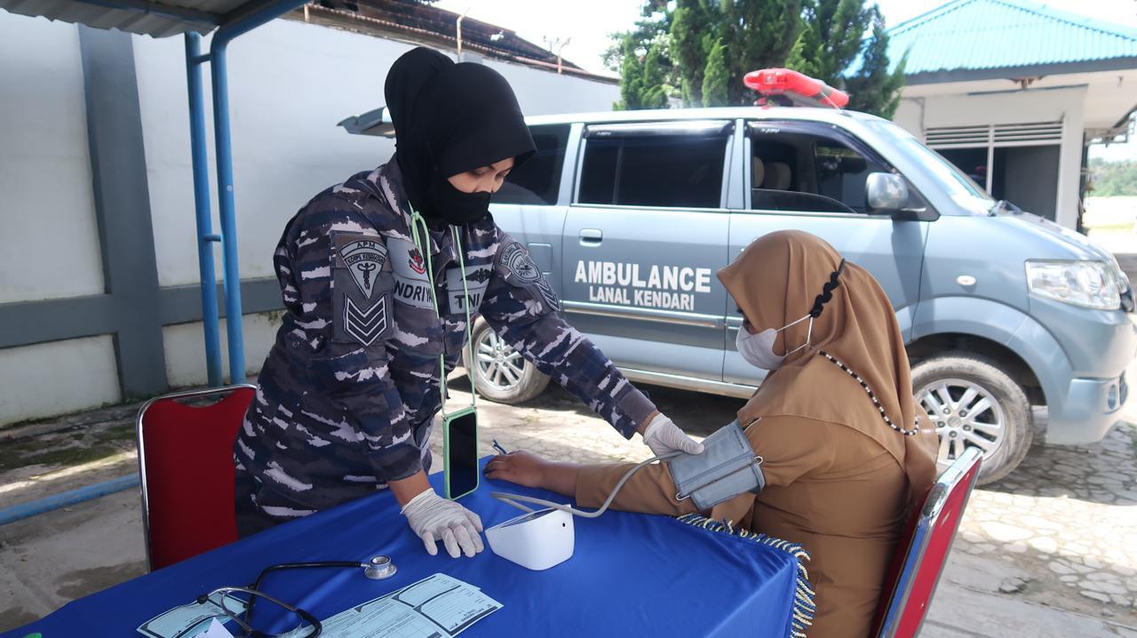 Pangkalan TNI AL Kendari Lanjutkan Pemberian Vaksinasi COVID-19 Dosis Kedua