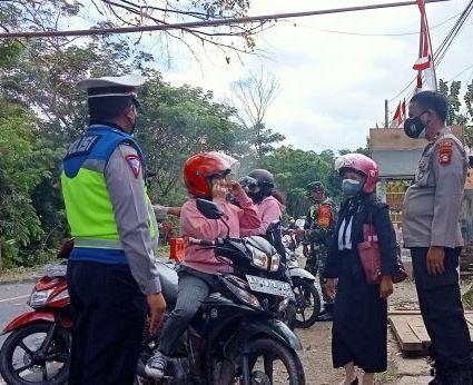 Tidak dapat menunjukkan kartu Vaksin, Sejumlah pengendara terjaring di Pos Perbatasan Tana Toraja - Toraja Utara