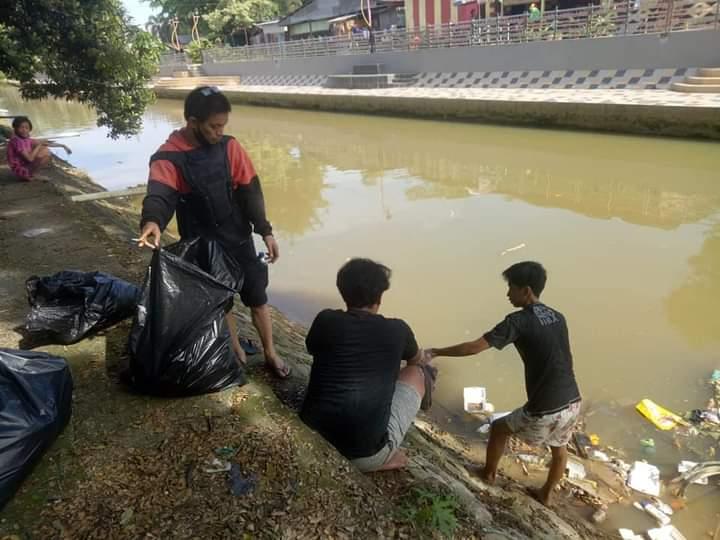 Ratusan Komunitas di Kota Kendari Ambil Bagian di Hari World Clean up Day 2021