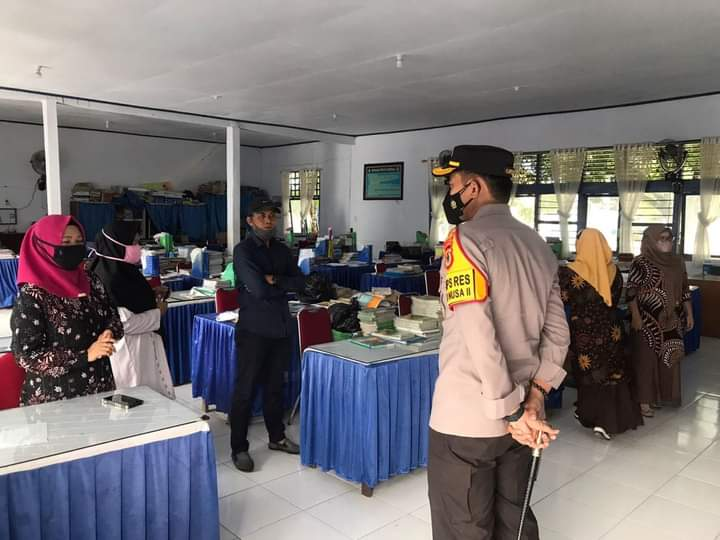 Kapolres Bone Lakukan Kunjungan Silaturahmi dengan Guru dan Pegawai SMP 3 Watampone