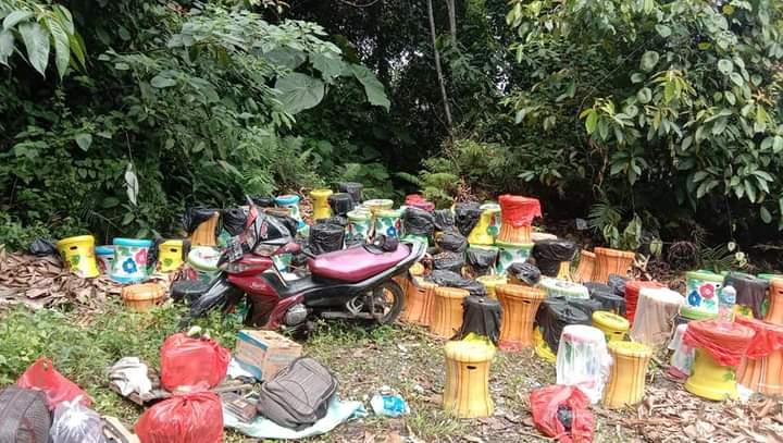 Diduga Kelebihan Muatan, Mobil Pengangkut Keramik dari makassar Terguling di Kolaka Utara